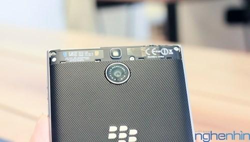 Cận cảnh điện thoại BlackBerry Passport vỏ bạc sắp về Việt Nam - ảnh 9