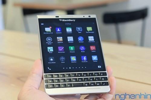 Cận cảnh điện thoại BlackBerry Passport vỏ bạc sắp về Việt Nam - ảnh 11