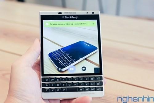 Cận cảnh điện thoại BlackBerry Passport vỏ bạc sắp về Việt Nam - ảnh 12