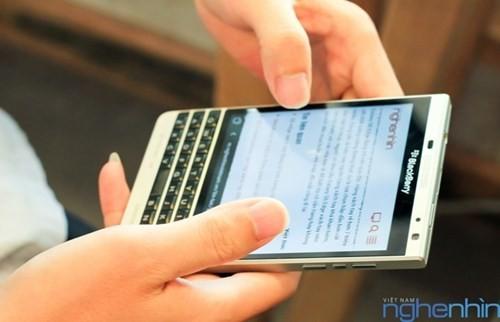 Cận cảnh điện thoại BlackBerry Passport vỏ bạc sắp về Việt Nam - ảnh 13