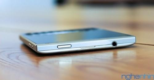 Cận cảnh điện thoại BlackBerry Passport vỏ bạc sắp về Việt Nam - ảnh 2