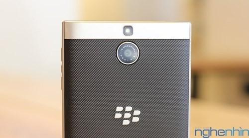 Cận cảnh điện thoại BlackBerry Passport vỏ bạc sắp về Việt Nam - ảnh 8