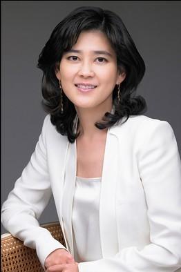 Xinh đẹp và tài năng, nhưng cuộc sống của Lee Boo-Jin không chỉ trải toàn màu hồng. Ảnh: Forbes.