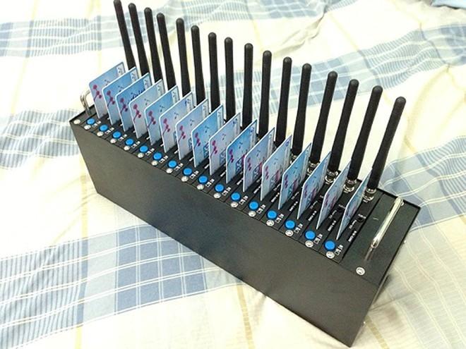 Sau khi chào bán đĩa thông tin doanh nghiệp, những dịch vụ này còn chào bán máy spam tin nhắn bằng sim khuyến mãi. Ảnh: NVCC
