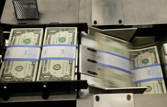 Ngày 14/7/1969, FED và Bộ Tài chính Mỹ ra văn bản tuyên bố không tiếp tục in các loại tiền mệnh giá từ 500, 1.000. 5.000 và 10.000 USD do nhu cầu sử dụng rất ít. Dù văn bản này được ban hành vào năm 1969 nhưng thực tế, những đồng tiền này đã không còn được in ấn từ năm 1945. Ảnh: BI.