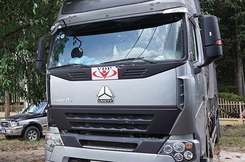 Trước đầu ôtô đều dán logo