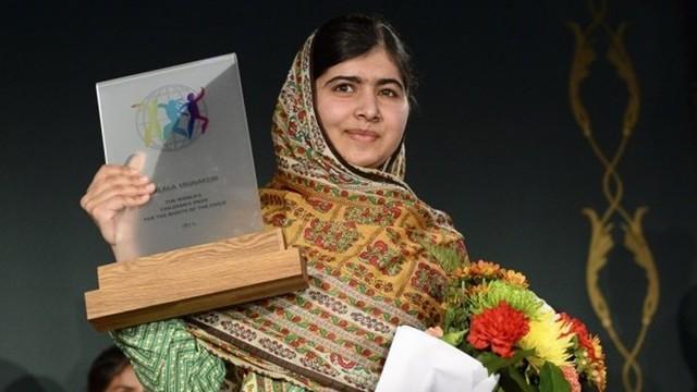 Nhà hoạt động nữ quyền 17 tuổi người Pakistan - Malala Yousafzay - nhận giải Nobel Hòa bình 2014. Ảnh: Reuters