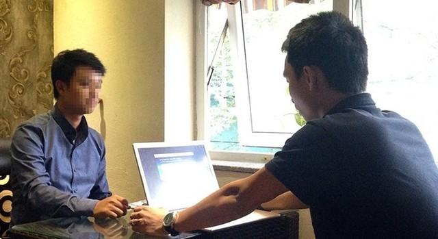 Theo ông Tuấn, các đối tượng tham gia vào mạng lưới kinh doanh đa cấp gồm cả những người có học thức và có tiền. Vì lòng tham, họ lao theo mong muốn đó. (Ảnh: Long Nguyễn)