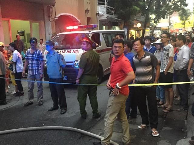 Khoảng hơn 1 tiếng sau khi xảy ra cháy, đám cháy đã được lực lượng chức năng khống chế. Lực lượng y tế phường Hàng Bài và quận Hoàn Kiếm cũng đã có mặt túc trực ứng cứu.