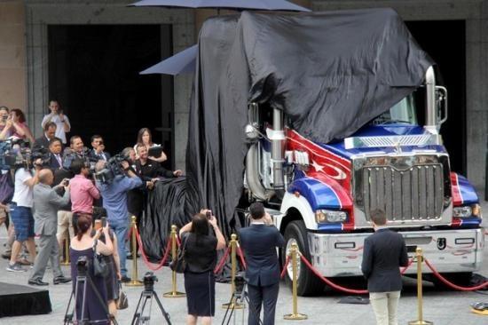 Khám phá xe đầu kéo đắt nhất thế giới