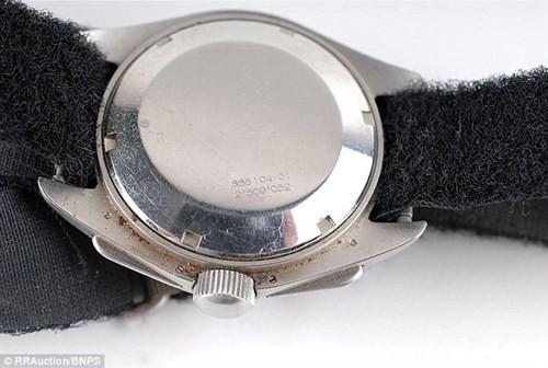 Đồng hồ chứa bụi mặt trăng có giá 1,6 triệu USD - ảnh 4