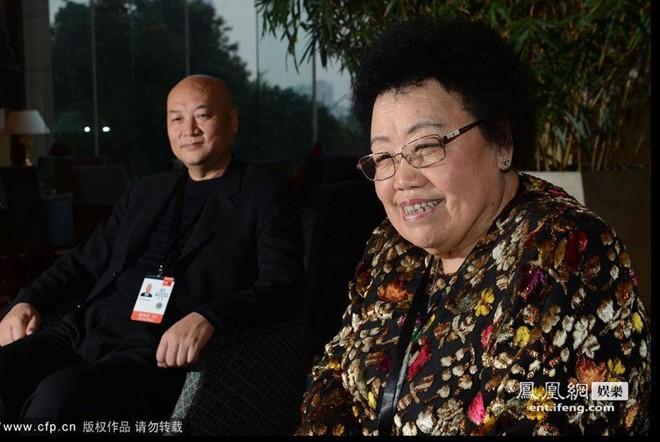 Tỷ phú Châu Lệ Hoa vốn là fan hâm mộ của diễn viên Trì Trọng Thụy. Bà cũng nổi tiếng là người yêu chiều chồng hết mực.