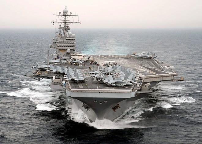 TQ phản ứng khi bộ trưởng Mỹ thăm tàu sân bay ở Biển Đông