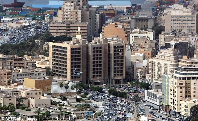 1. Lybia (tệ nhất) Điểm số khoảng cách: 31,77 Mức thu nhập: 26,9% Tổng thuế suất: 22,0% Thu nhập bình quân đầu người: 7.920 USD
