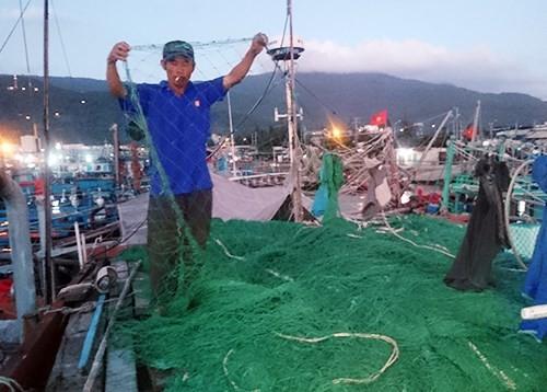 Hàng trăm tàu ghi chữ Trung Quốc phá lưới ngư dân Đà Nẵng