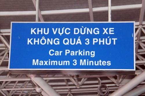 """Bất lực trước xe công vụ, sân bay Tân Sơn Nhất """"kêu cứu"""""""