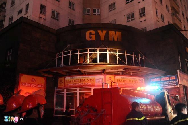 Cháy ở chung cư 25 tầng, hàng trăm người tháo chạy