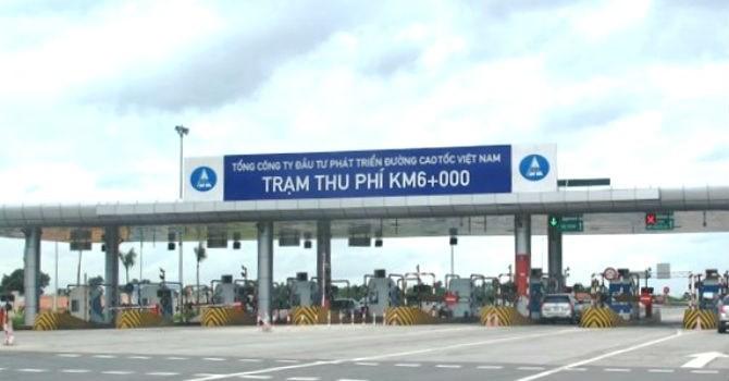 """Hàng loạt ô tô bị """"cấm cửa"""" vì trốn phí cao tốc Nội Bài - Lào Cai"""