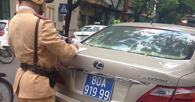 Hà Nội: Tạm giữ xe Lexus mang biển xanh giả 80A-919.99
