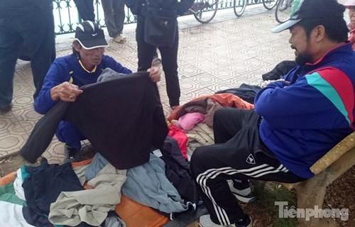 Những chợ cóc sẵn sàng 'ôm đồ chạy' mọi lúc ở Thủ đô - ảnh 8