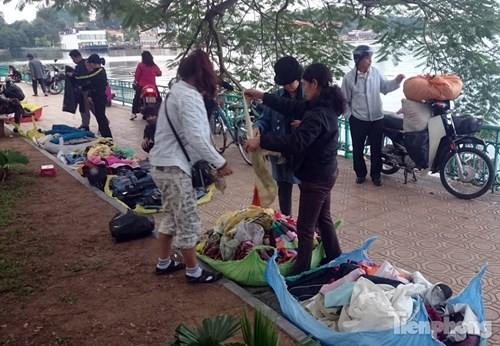 Những chợ cóc sẵn sàng 'ôm đồ chạy' mọi lúc ở Thủ đô - ảnh 7