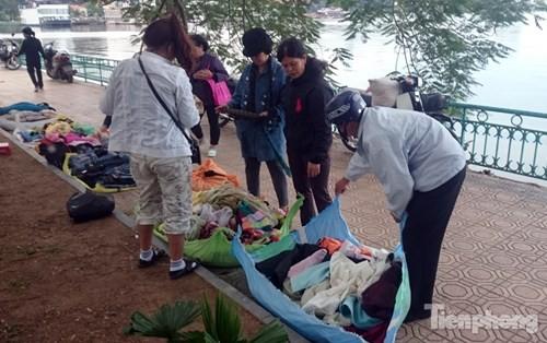 Những chợ cóc sẵn sàng 'ôm đồ chạy' mọi lúc ở Thủ đô - ảnh 10