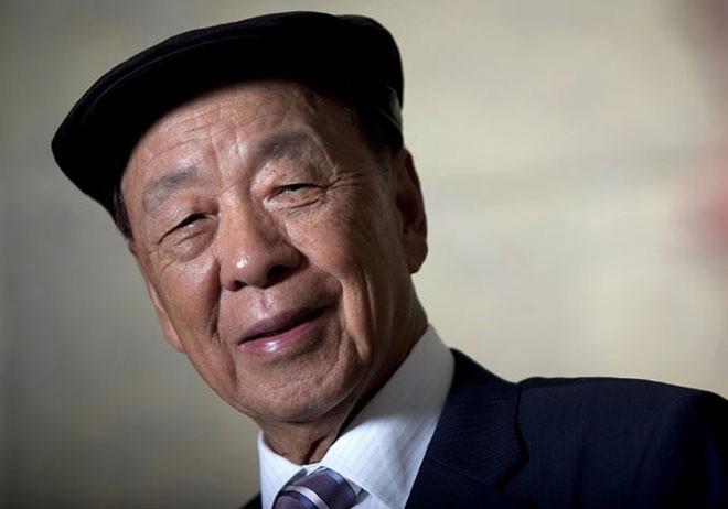 <b>10. Lui Chee Woo</b></div><div>Giá trị tài sản ròng: 7 tỷ USD</div><div>Giảm so với đầu năm (tính đến ngày 24/12): 5,8 tỷ USD, tương đương giảm 45%</div><div>Tài sản lớn nhất: Galaxy Entertainment Group, công ty sòng bạc ở Macau</div><div>Nguồn gốc tài sản: Tự thân</div><div>Xếp hạng tỷ phú thế giới: 173