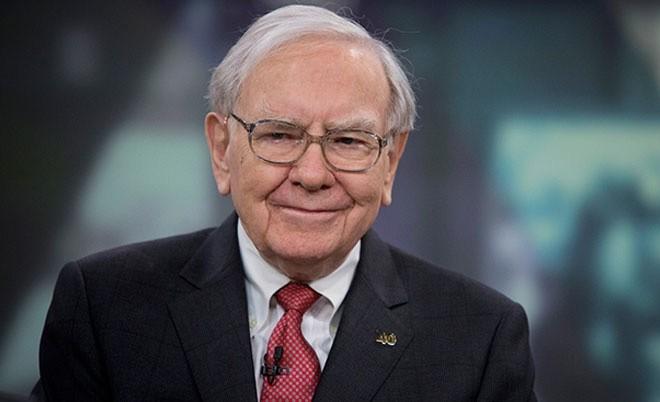 <b>2. Warren Buffett</b></div><div>Giá trị tài sản ròng: 63 tỷ USD</div><div>Giảm so với đầu năm (tính đến ngày 24/12): 10,8 tỷ USD, tương đương giảm 15%</div><div>Tài sản lớn nhất: Tập đoàn đa lĩnh vực Berkshire Hathaway</div><div>Nguồn gốc tài sản: Tự thân</div><div>Xếp hạng tỷ phú thế giới: 3