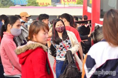 Người dân ùn ùn đổ về Thủ đô sau kỳ nghỉ Tết Dương lịch - ảnh 7
