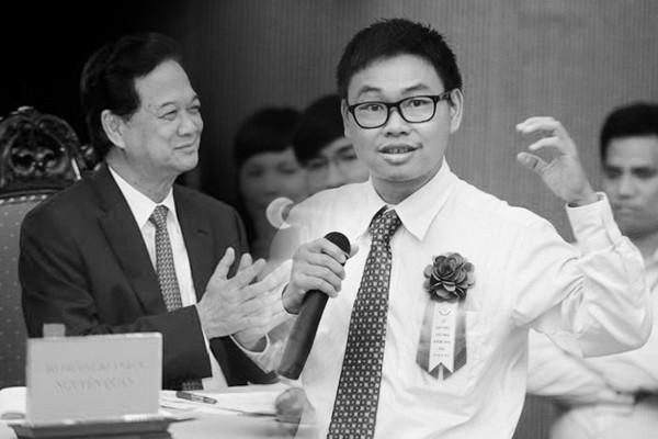 TS Bá Hải đã đổi 4 năm miệt mài cho 10 phút quý giá trong cuộc đời mình để thuyết phục Thủ tướng đầu tư triệu đô vào dự án kính Mắt thần cho người nghèo khiếm thị.
