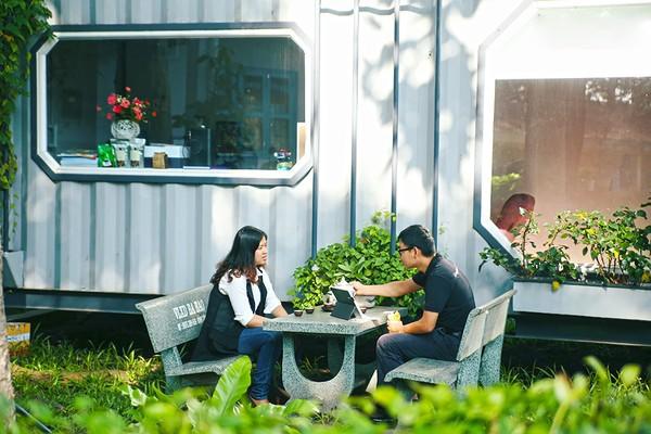 Khu vườn riêng với ngôi nhà container nơi anh Hải nghỉ ngơi để sáng tạo.