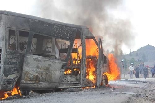Liên tiếp hai vụ cháy ô tô trên cao tốc Nội Bài – Lào Cai - ảnh 2