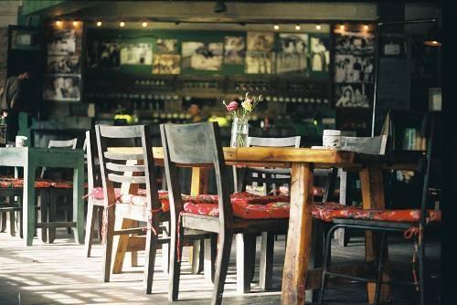Không gian xưa cũ trong quán café Cộng. Ảnh: dulichdaiduong