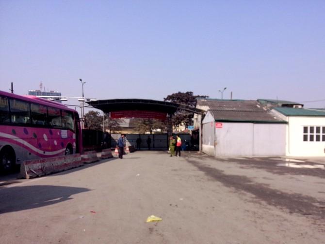 Nhiều xe chưa đủ khách nhưng vẫn phải rời bến để đáp ứng nhu cầu của khách ngày cuối cùng của năm.