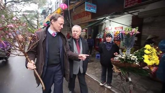 Đại sứ EU và Đại sứ Romania thực hiện kế hoạch bí mật cho Tết Bính Thân