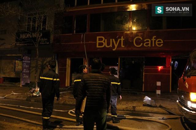 Khung cảnh trơ trụi lại sau vụ cháy.
