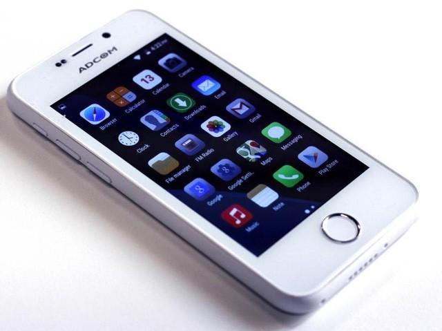 Chiếc smartphone Ikon 4 do Adcom phát hành tại Ấn Độ là điện thoại Trung Quốc và cũng đạo nhái iPhone cả về thiết kế lẫn hệ điều hành.
