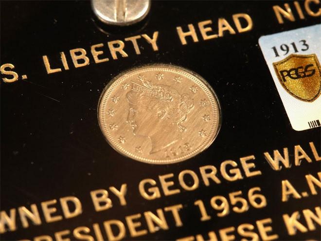 <b>Tiền xu</b></div> <div>Sưu tập tiền xu cũng có khả năng mang lại lợi nhuận cao như một chiến lược đầu tư dài hạn, bởi giá của những đồng tiền xu hiếm đã tăng 232% trong 10 năm qua. Chẳng hạn, đồng xu 1 USD đầu tiên do Chính phủ Mỹ phát hành vào năm 1795 cũng là đồng xu đắt giá nhất từ trước đến nay được bán lại. Vào năm 2005, đồng xu này được bán với giá 7,85 triệu USD.</div> <div>