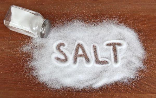 Mỗi người không nên ăn quá 5g muối/ngày.