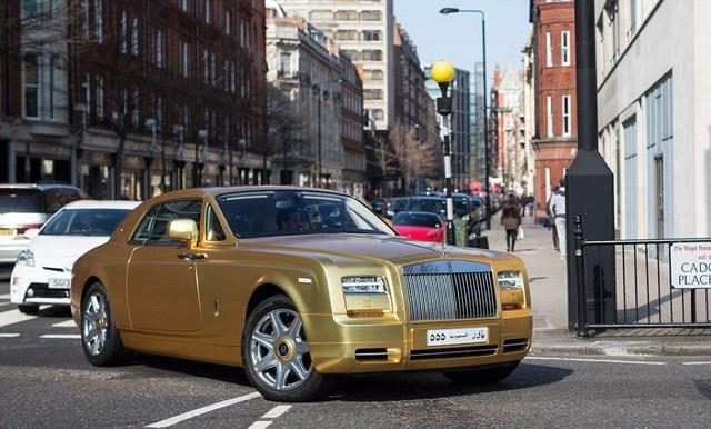 Người dân London cũng đã quá quen với hình ảnh siêu xe đổ đến đây vào dịp này mỗi năm. Chủ nhân của chúng đến từ Kuwait, Saudi Arabia và Các tiểu vương quốc Arab thống nhất (UAE).
