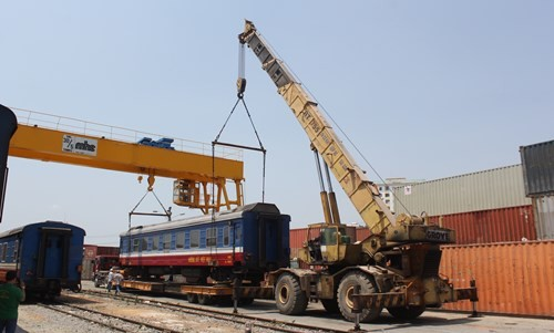 Mỗi ngày công ty điều 5 xe đầu kéo vận chuyển 5 toa, dự kiển sau 7 ngày sẽ hoàn thành