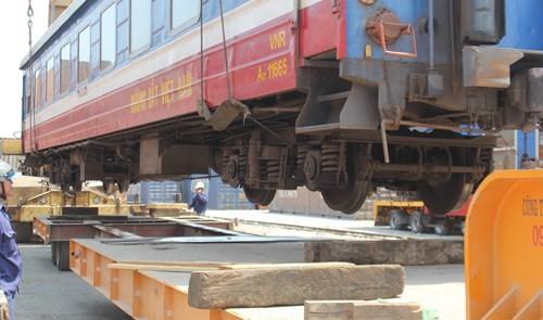 Mỗi toa tàu nặng khoảng 32 đến 38 tấn