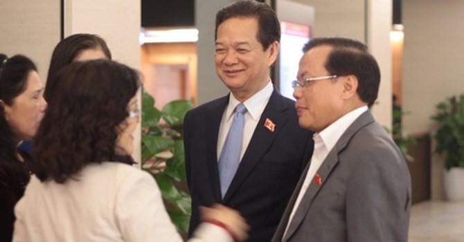 Đại biểu Quốc hội bên Thủ tướng trước giờ miễn nhiệm