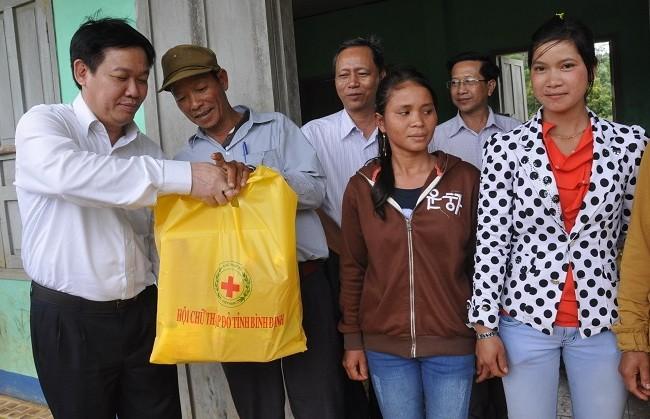 Ông Vương Đình Huệ đặc biệt quan tâm đến đời sống đồng bào vùng cao và công cuộc xóa đói giảm nghèo, xây dựng nông thôn mới