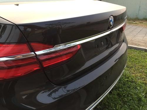 Khách hàng lái thử xe BMW, xe hạng sang 5 tỉ đồng nát đầu - ảnh 2