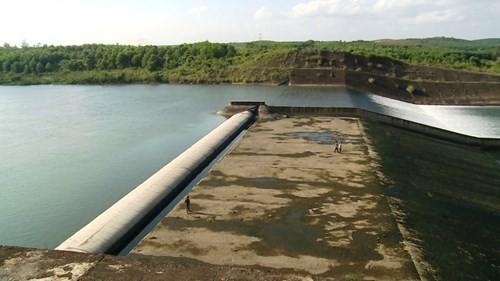 Không ai biết hậu quả sẽ ra sao khi vào mùa mưa lũ tới, đập bị vỡ và cả chục triệu m3 nước đổ xuống vùng hạ lưu.