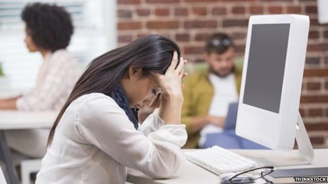 Với những đầu việc phức tạp và gây căng thẳng, người làm việc tại nhà khó lòng chia sẻ được với ai.