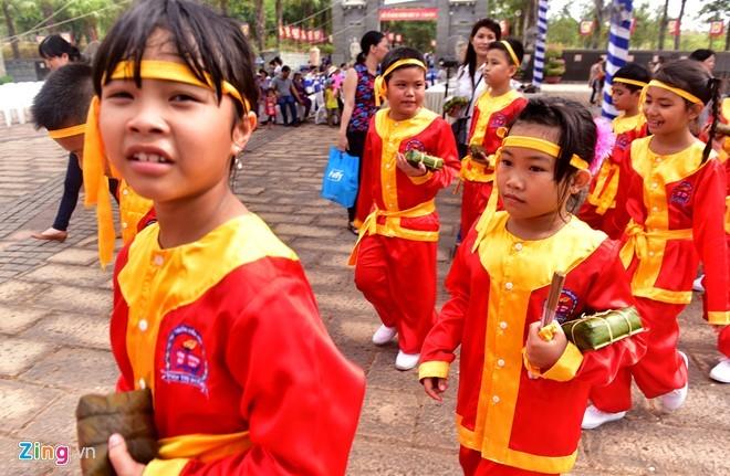 Nguoi Sai Gon dang banh chung len Vua Hung hinh anh 16