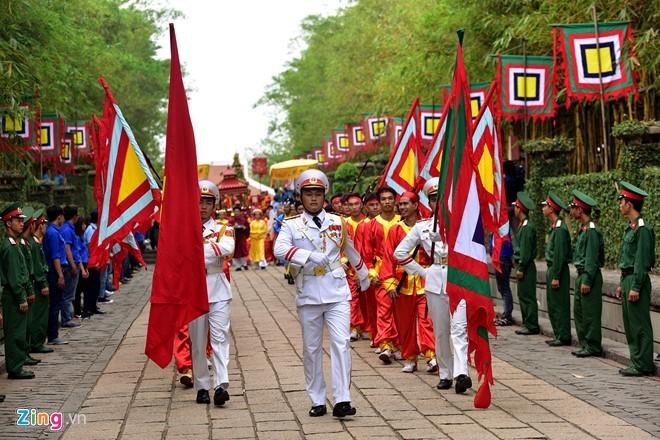 Nguoi Sai Gon dang banh chung len Vua Hung hinh anh 4