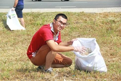 Lạ lùng người Tây vác bao lụm rác ở Sài Gòn 7